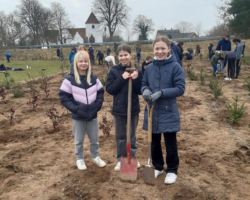 Skoleskov-Nordfyn_Soendersoeskolen_plantning_frontfoto